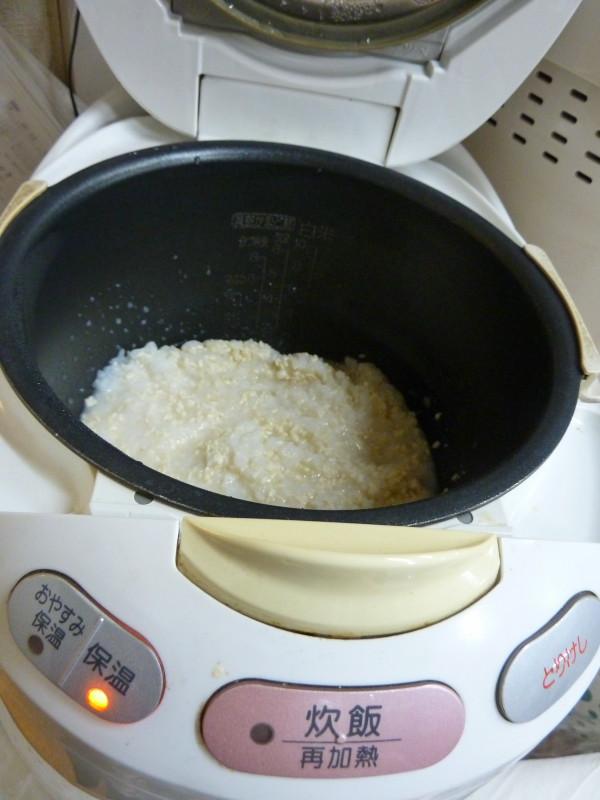 鍋敷きなど軽いものを上にのせて開き具合を調節する
