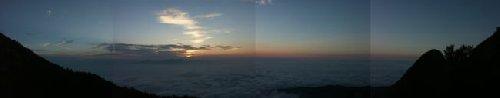 今明けようとしている東(韮崎方面)の空