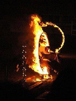 火の輪くぐり