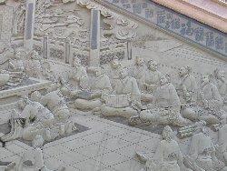 孔子にまつわる絵が彫られています