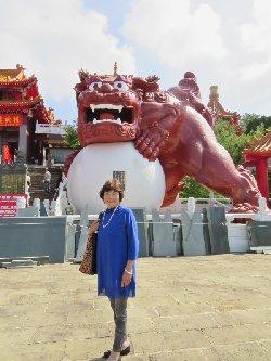 文武廟の赤い獅子の石像