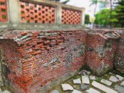 残っているプロデンシャ城時代の煉瓦の城壁