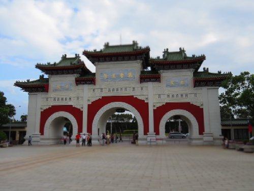 忠烈祠の大門と中央広場