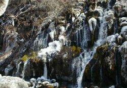 凍った吐龍の滝