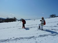 雪の上を歩くスノーシュー