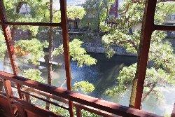 客間より松川を望む