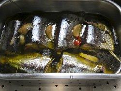 秋刀魚のアヒージョ仕立て