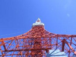 快晴の空に聳える東京タワー