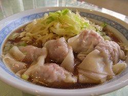 お肉たっぷりワンタン麺