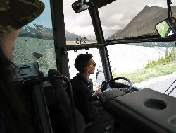 スカイウォークまでのバス。