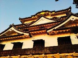 夕日に染まる彦根城