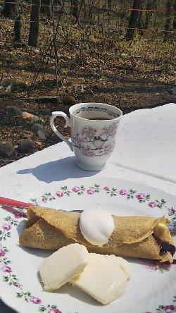 ガレットとエナガと桜のカップ
