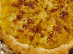 マジョウラムのカボチャとシナモンのデザートピザ